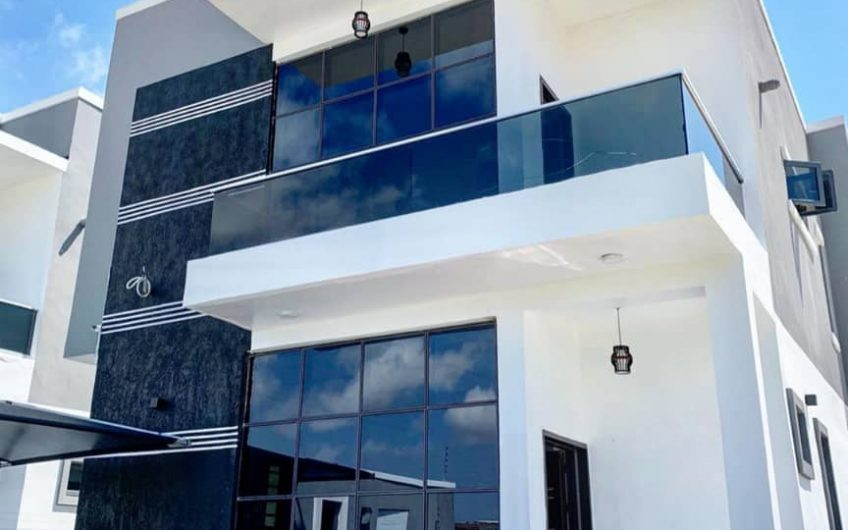 CONTEMPORARY 4 BEDROOM FULLY DETACHED DUPLEX